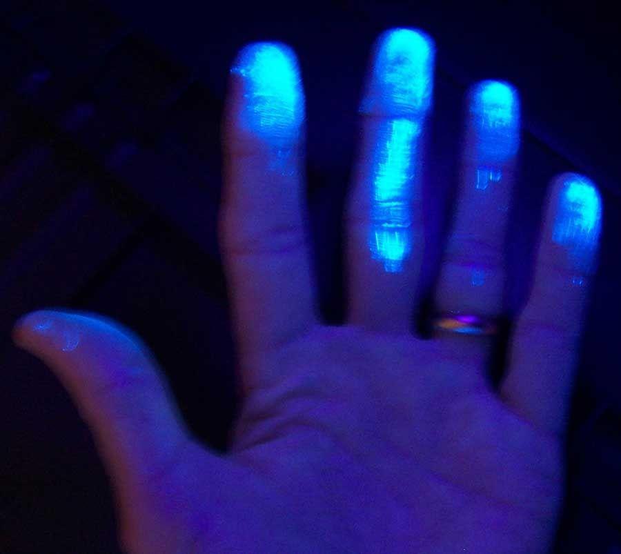 Hands UV light
